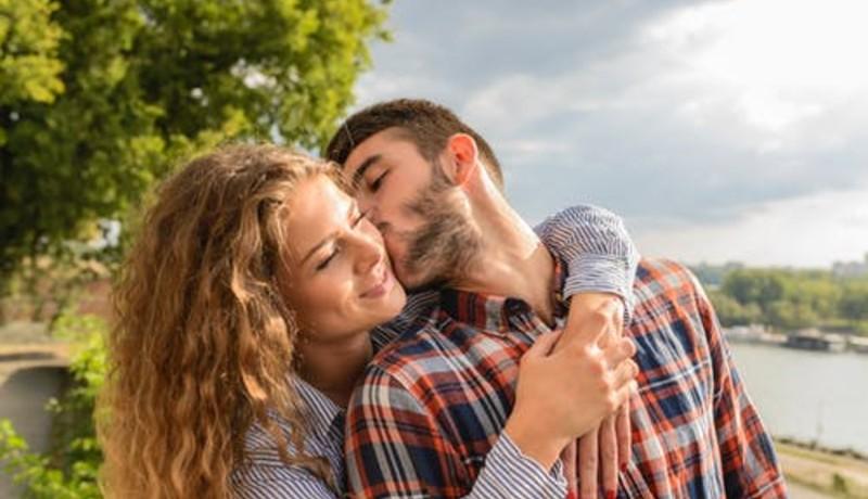 4 Kesalahan yang Sering Dilakukan Wanita saat Jatuh Cinta