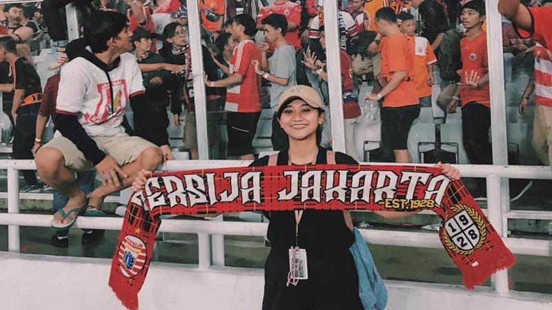 Jade Zhanifa Febula, Setia Dukung Persija & Berprestasi Akademis