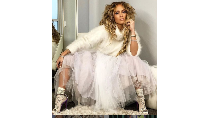 Pandemi, Jennifer Lopez Beri Harga Spesial Sepatu Cantik JLo
