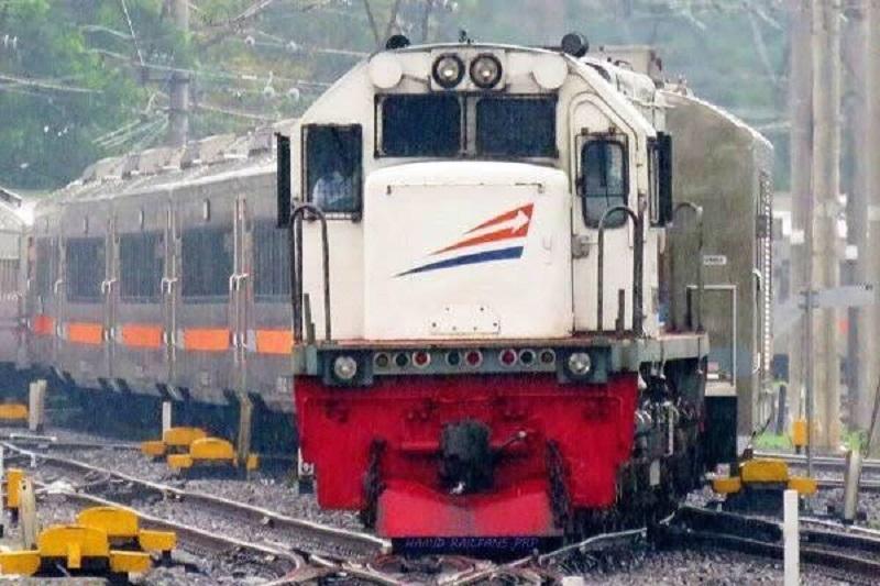 Ilustrasi: Kereta Api Jarak Jauh ( foto: PT KAI)