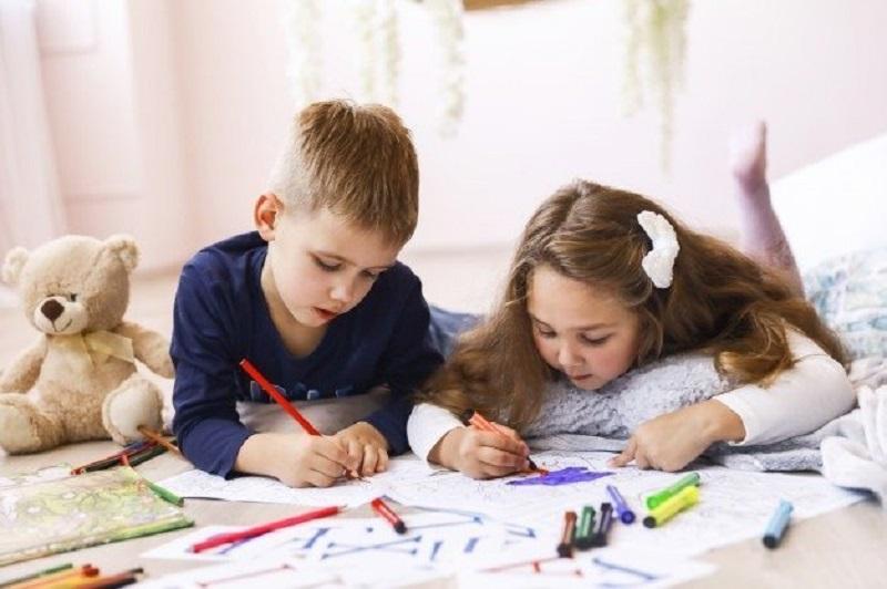 ilustrasi: Mengajari Anak Mengambar Secara Mandiri (Foto : psychreg)