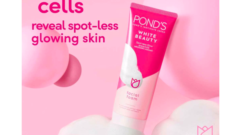 Pond's White Beauty Spotless Glow Facial Foam Usir Sel Kulit Mati