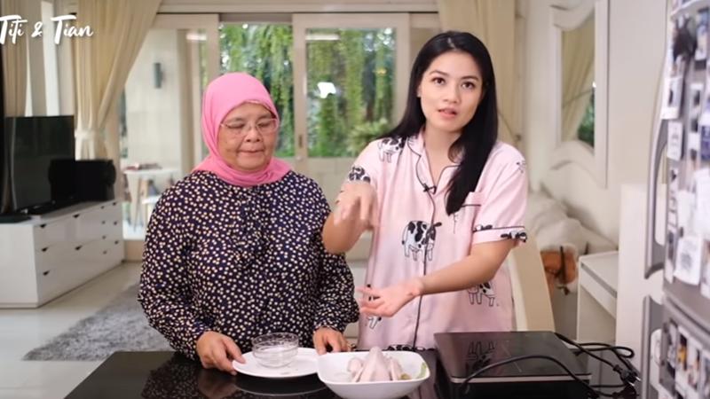 Makin Jago Masak Aja, Titi Kamal Bagikan Resep Nasi Ayam Hainan