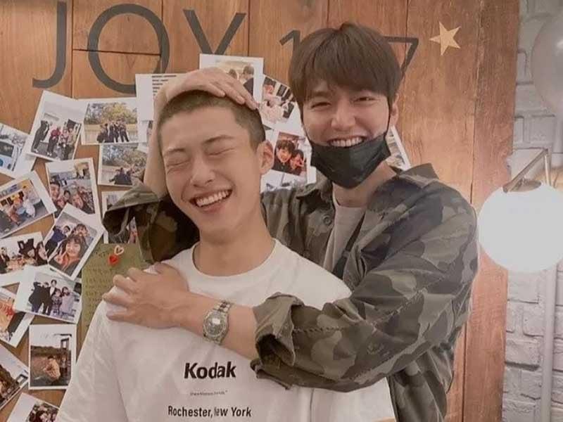 Aktor Woo Do Hwan (kiri) dan Lee Min Ho berfoto bersama. Foto: Instagram/actorleeminho