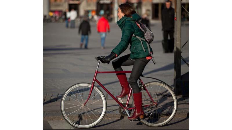 Ilustrasi, bike to work (SC IG @flickr)