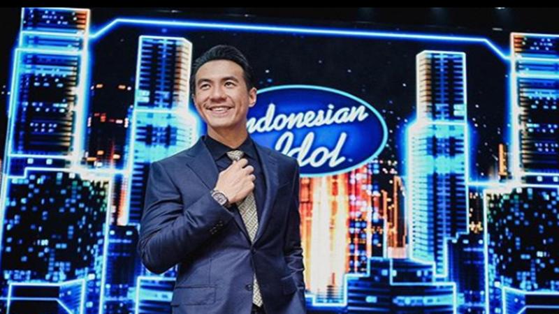 Daniel Mananta saat menjadi host Indonesian Idol (foto: SC IG @vjdaniel)