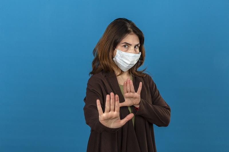 Ilustrasi: memakai masker (Foto: Freepik)