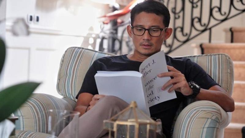 Sandiaga Uno saat berada di rumahnya (foto: SC IG @sandiuno)