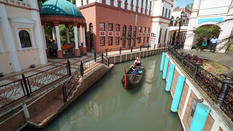 Serunya Menikmati Suasana Ala Venesia Italia di Kawasan Puncak