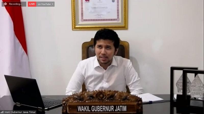 Wakil Gubernur Jawa Timur, Dr. H. Emil Elestianto Dardak saat menjadi keynote dalam webinar ( foto: humas )