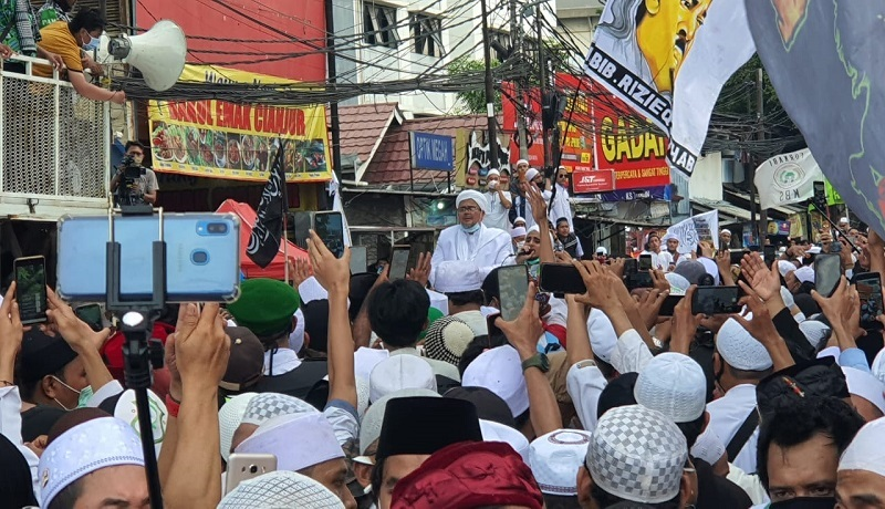Habib Rizieq Shihab di kediamannya di Petamburan, Jakarta Pusat. FOTO: Andri/GenPI.co