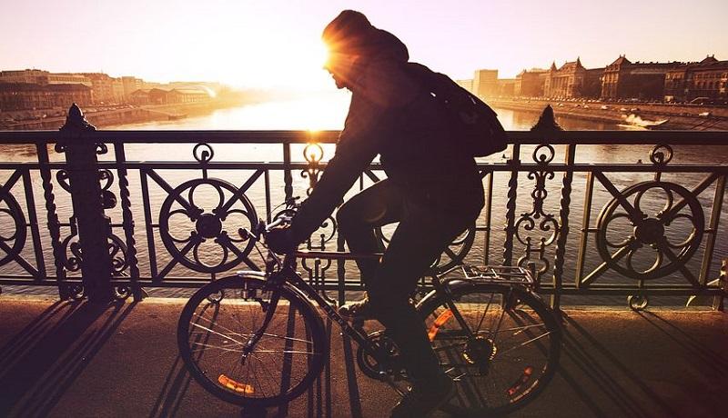 Ilustrasi naik sepeda. (Pixabay)
