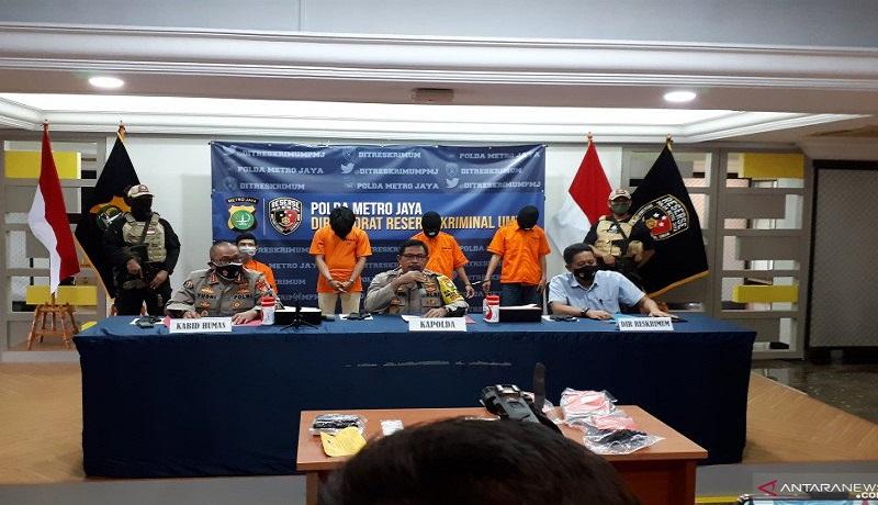 Polda Metro Jaya mempublikasikan kasus penangkapan 10 pelaku begal sepeda. FOTO: Antara
