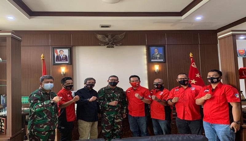 Pengurus komunitas Pajero Indonesia saat bertemu dengan Letjen TNI AM Putranto. Foto: for GenPI.co