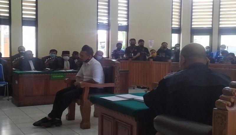 Terdakwa I Gede Ary Astina alias Jerinx dalam persidangan di PN Denpasar