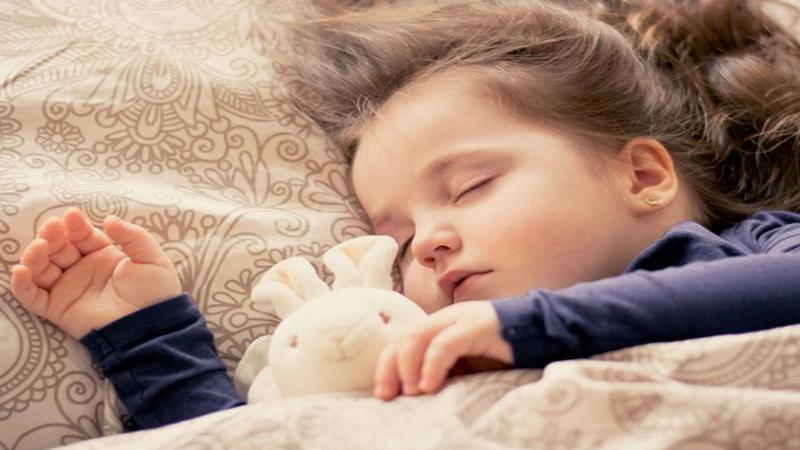 Anak Susah Bobok? 3 Tips agar Si Kecil Tidur Tepat Waktu