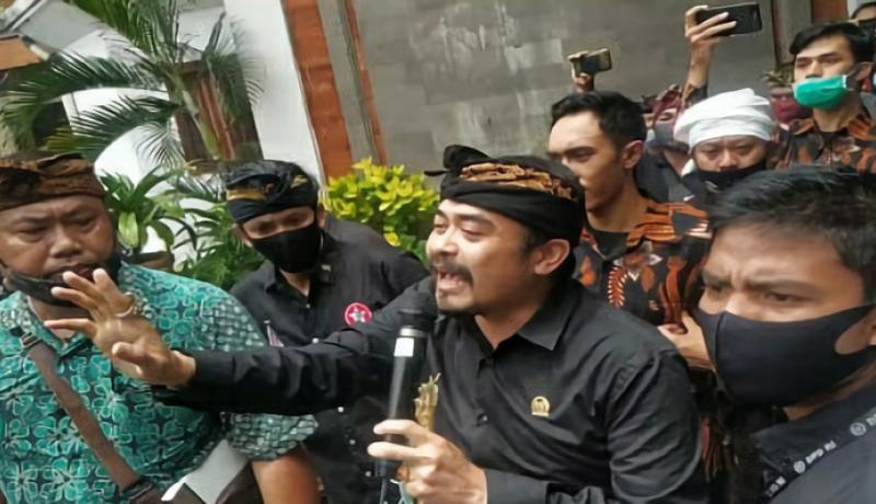 Senator Asal Bali Dlaporkan Polisi