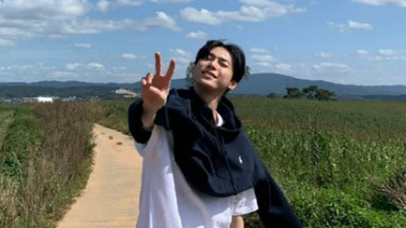 Doyoung NCT (sumber foto: SC Twitter @peyeuw)