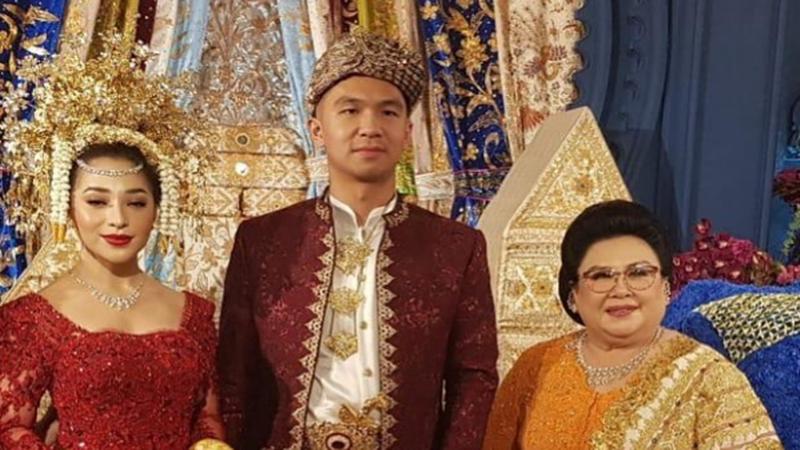 Nikita Willy bersama ibu mertua di momen pernikahannya (foto: SC IG @damirikarlina)