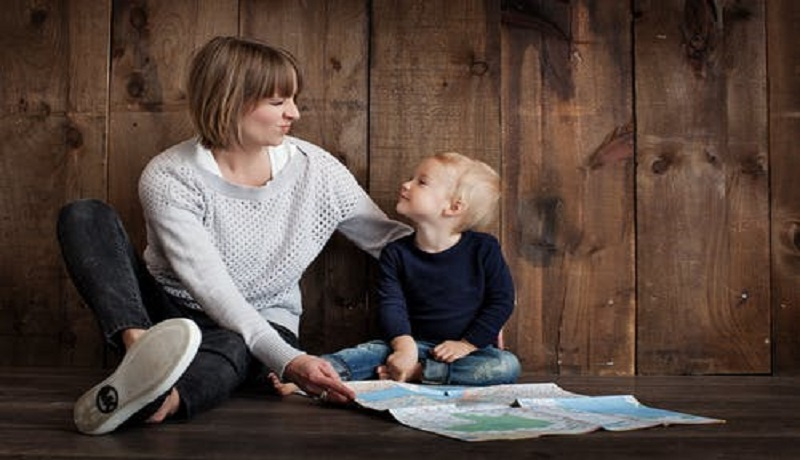 Ilustrasi ibu dan anak (foto: Pexels)