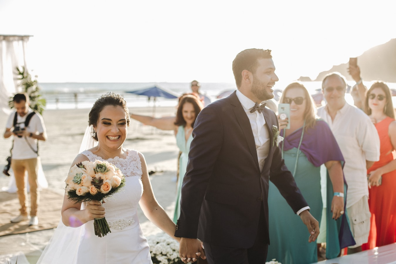 ilustrasi: pesta pernikahan (foto: Unsplash)