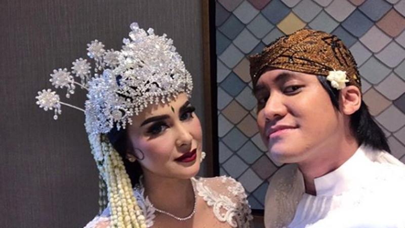 Kevin Aprilio menikah dengan Vicy Melanie pada Minggu (25/10/2020)