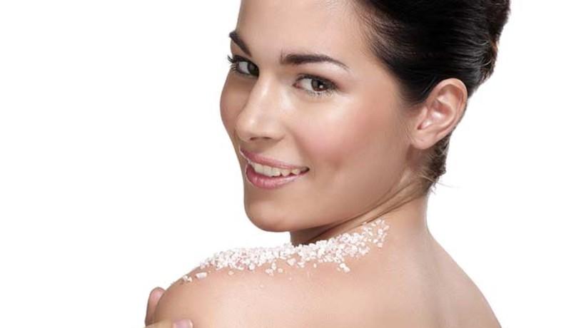 ilustrasi: tren kecantikan terkadang bisa merugikan kulit wajah dan tubuh ( foto: boldsky)
