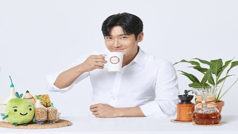 Choi Siwon Super Junior juga banyak menghadirkan tanaman hijau di dalam rumah (foto: SC IG @siwonchoi)