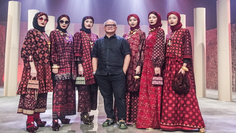 ISEF 2020 : Desainer Itang Yunasz Usung Batik Jambi