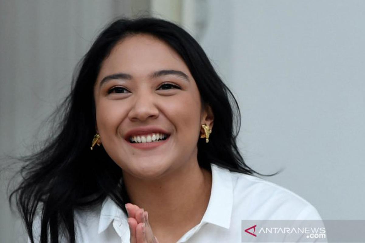 Ayahnya Konglomerat, Putri Tanjung Nyuci Baju Sendiri