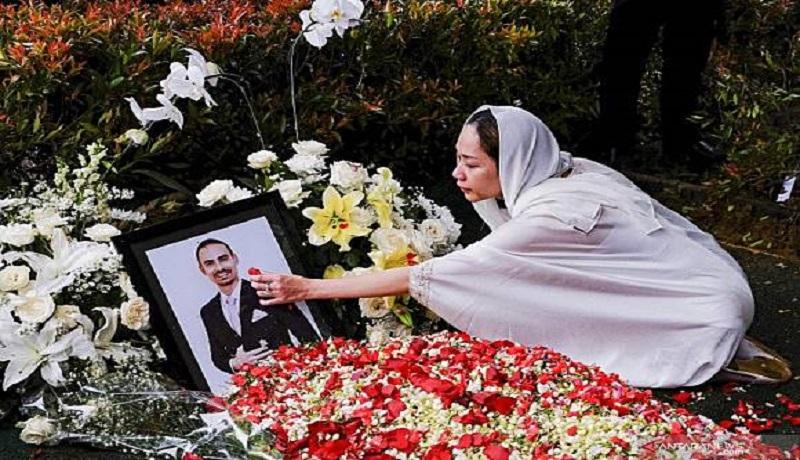 BCL mengenang suaminta Ashraf Sinclair. Foto: Antara