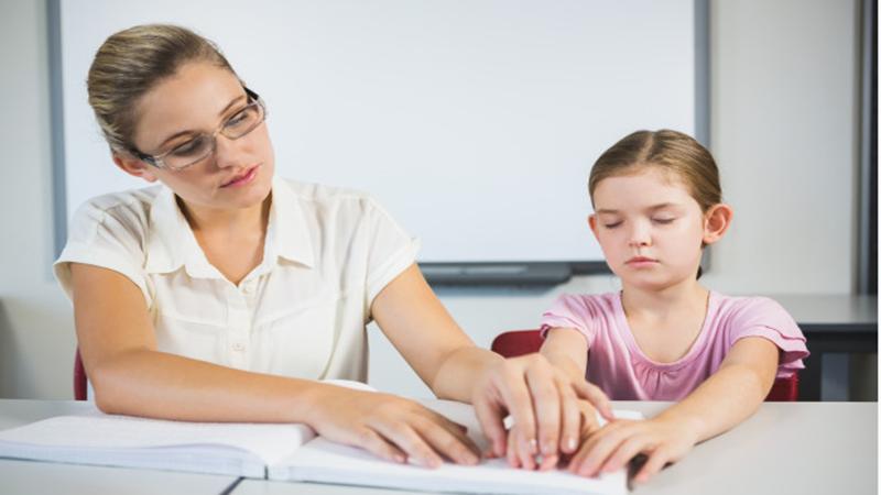 Mengajar anak tunanetra perlu memperhatikan sejumlah hal (foto: freepik)