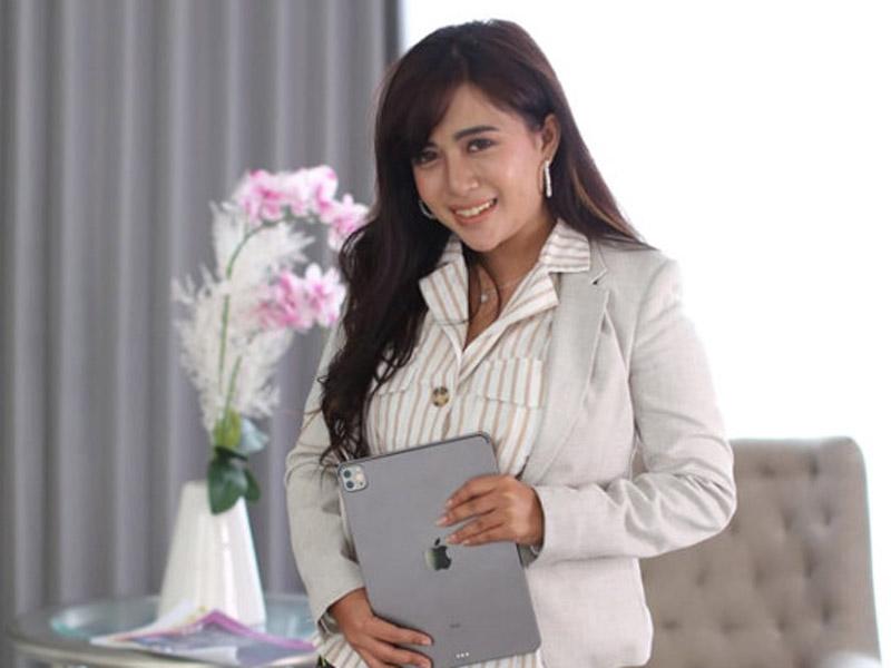 Efi Dwi Prasetyowati pernah merasakan pahit getir kehidupan sebelum sukses seperti sekarang. Foto: Dok Pri for JPNN.com/GenPI.co