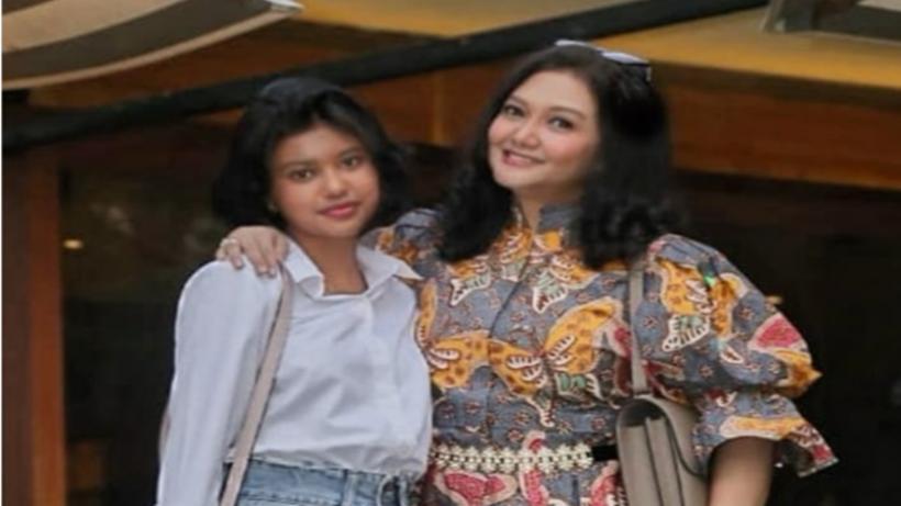 Bella Saphira dan putri sambungnya yang cantik, Diandra Minunet (foto: SC IG (foto: SC IG @diandrasb)