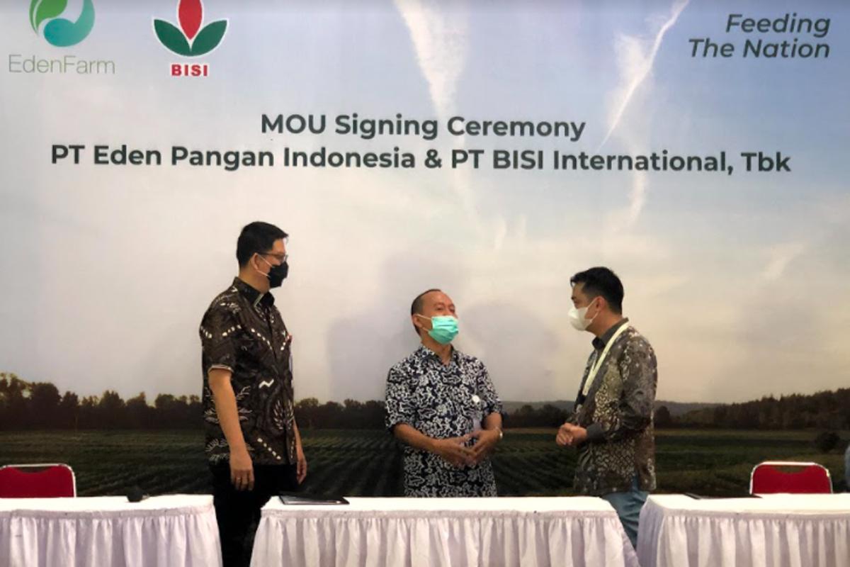 Pendiri dan CEO PT Eden Pangan Indonesia (Eden Farm) David Setyadi Gunawan dan Presiden Direktur PT BISI International. Tbk, Jemmy Eka Putra. Foto: Eden Farm
