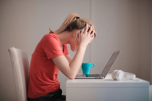 ilustrasi: stress, salah satu penyebab stroke di usia muda (foto: Pexels)