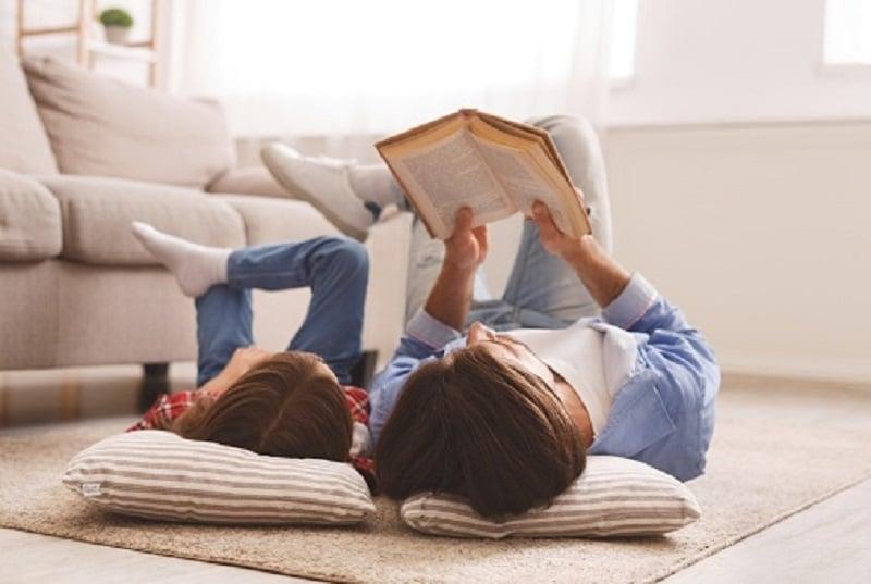 ilustrasi: membaca buku (sumber : pixabay)