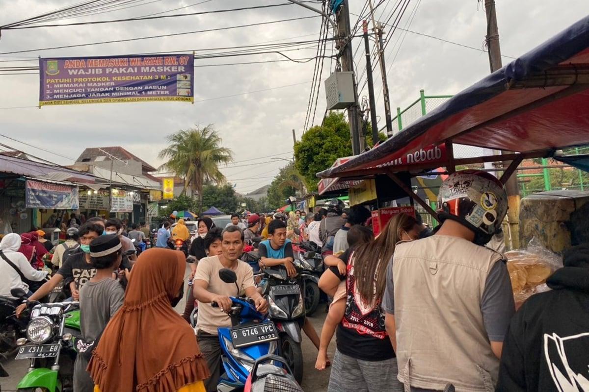 Pedagang takjil di Perumahan Pondok Bahar Permai, Tangerang. Foto: Annisa Nurjanah/GenPI.co