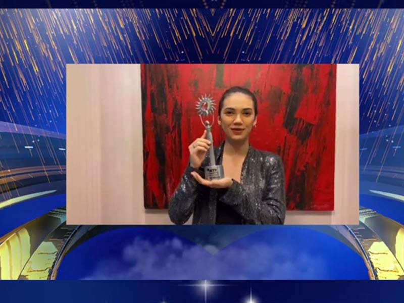 Haico Van Der Veken menyabet penghargaan Aktris Utama Paling Ngetop. Foto: Twitter/SCTV