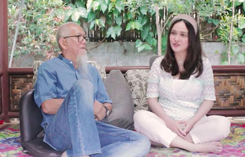 Shandy Aulia dan ayahnya. Foto: Screen Shot YouTube