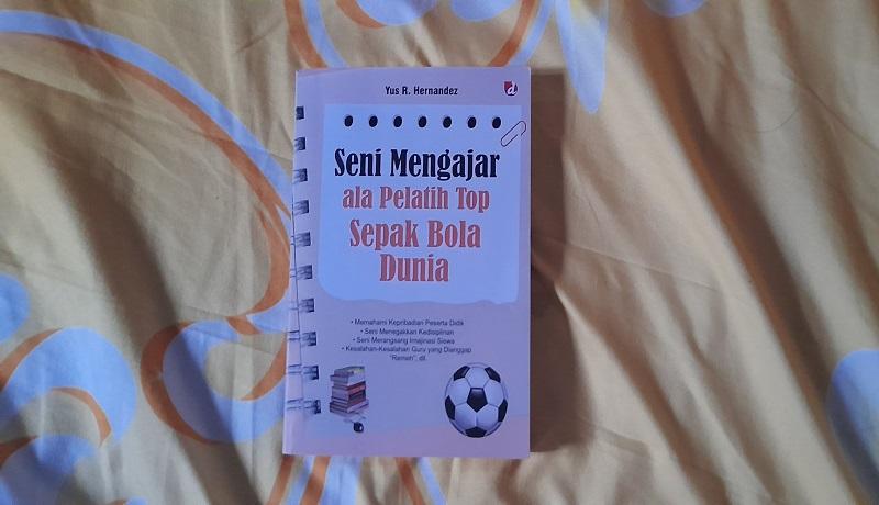Buku Seni Mengajar ala Pelatih Top Sepak Bola Dunia. FOTO: Andri/GenPI