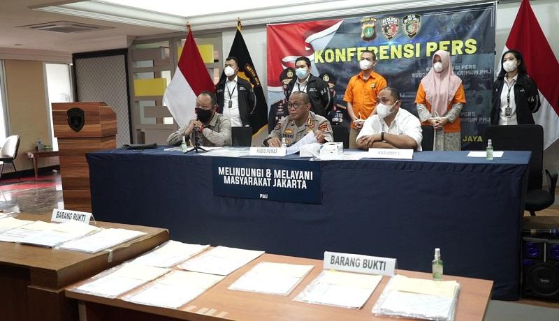 Pelaku penipuan sepasang suami istri ditangkap Polda Metro Jaya. FOTO: Asep/GenPI