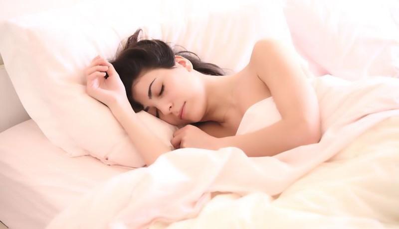 ilustrasi: Tidur menggunakan kaus kaki basah bisa membuat tubuh menjadi relax ( foto: pixabay)