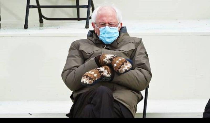 Foto Bernie Sanders yang Jadi Meme ( foto: Brendan Smialowski)