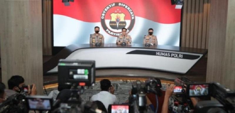 Polri Salurkan 174 Ribu Paket Sembako untuk Korban Bencana Alam