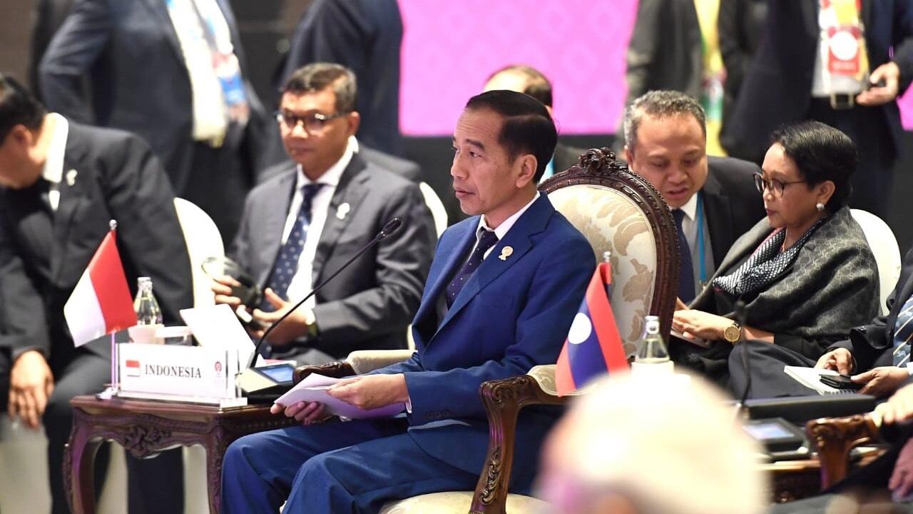 Natalius Pigai Jadi Korban Rasis, Refly Harun Salahkan Jokowi