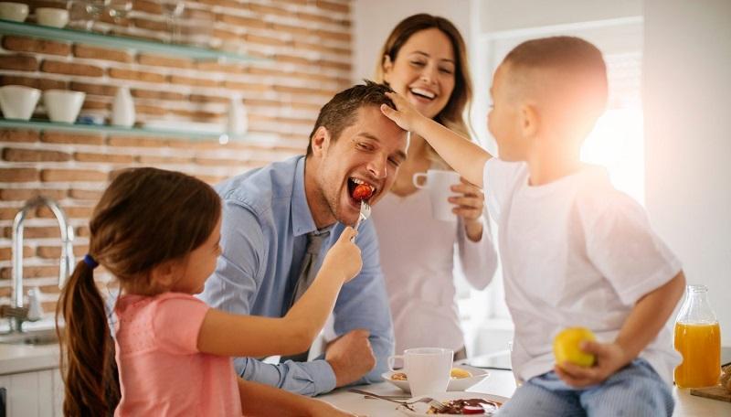 ilustrasi: hal yang harus dipertimbangkan sebelum mengadopsi anak (Foto : jay feitlinger)