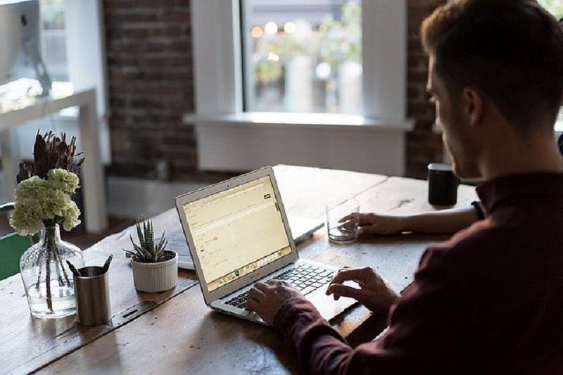 Ilustrasi: mengirim lamaran pekerjaan (Foto: Pixabay)