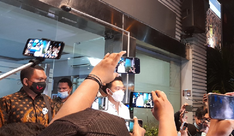 Michael Yukinobo De Fretes memenuhi panggilan Polda Metro Jaya untuk melakukan pemeriksaan terkait video syur yang menimpa dirinya dan Gisel ( foto: Andri/GenPI.co)