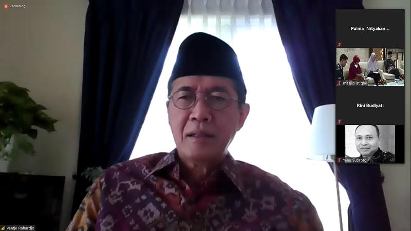 Direktur Eksekutif Komite Nasional Ekonomi dan Keuangan Syariah (KNEKS) Ventje Rahardjo Soedigno ( Foto: Webinar )